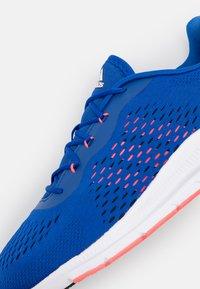 adidas Performance - TRAINER X - Zapatillas de entrenamiento - royal blue/signal pink/footwear white - 5