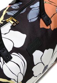 Jadyn B - LUNA DUFFEL - Weekendbag - magnolia black - 6