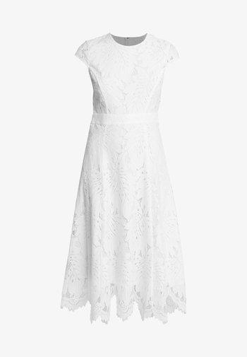 Koktejlové šaty/ šaty na párty - snow white