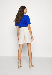 EDITED - JOANIE BERMUDA - Shorts - white swan - 2