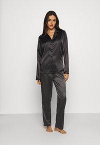 OW Intimates - SKYE PANT AND SHIRT SET - Pyjama set - black caviar - 0