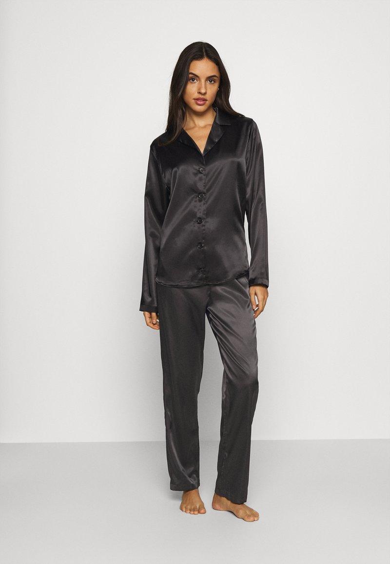 OW Intimates - SKYE PANT AND SHIRT SET - Pyjama set - black caviar
