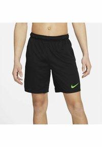 Nike Performance - SHORT TRAIN - Korte sportsbukser - black mean green mean green - 3