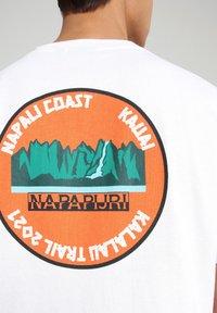 Napapijri - S-ALHOA - T-shirt med print - white graph m - 5