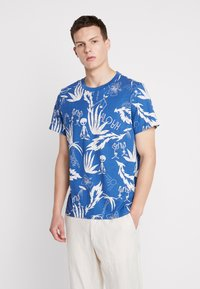 Weekday - PICTOR ALOHA  - T-shirts print - blue - 0