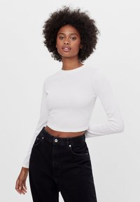 Bershka - MIT SCHLEIFE AM RÜCKEN - Long sleeved top - white - 0
