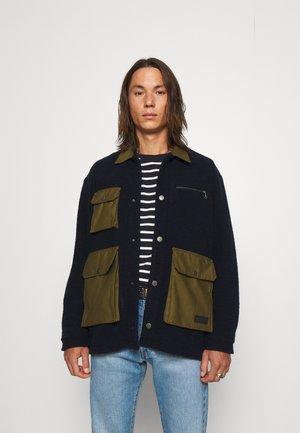 OUTDOOR OVERSHIRT UNISEX - Lehká bunda - navy blazer