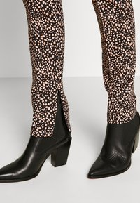 Marc Cain - Leggings - Trousers - beige - 3