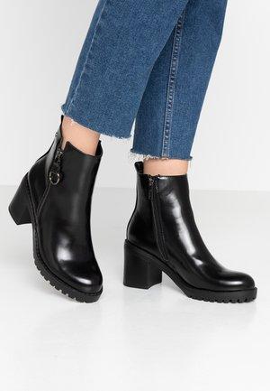 MAYA - Kotníkové boty na platformě - tico