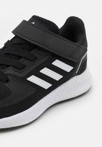adidas Performance - RUNFALCON 2.0 UNISEX - Hardloopschoenen neutraal - core black/footwear white/silver metallic - 5