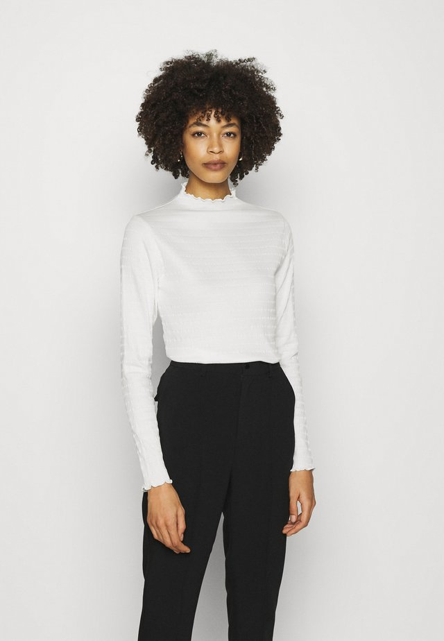 LONGSLEEVE ROUNDNECK WITH HEM RUFFLES - Langærmede T-shirts - scandinavian white