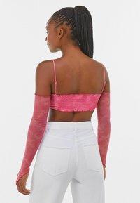 Bershka - MIT KNOTEN - Maglietta a manica lunga - pink - 2