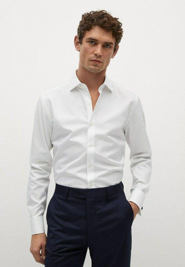 MASNOU - Kostymskjorta - weiß