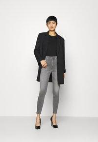 Calvin Klein Jeans - HIGH RISE SUPER SKINNY ANKLE - Jeans Skinny Fit - denim black - 1