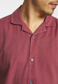 Abercrombie & Fitch - Vapaa-ajan kauluspaita - solid dusty burgundy - 3