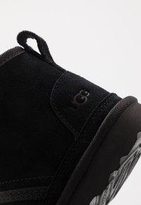 UGG - NEUMEL - Šněrovací kotníkové boty - black - 2