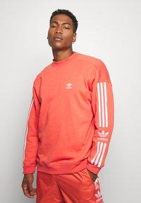 adidas Originals - ADICOLOR TECH PULLOVER - Sweatshirt - trasca - 0