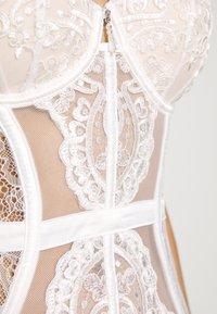 Ann Summers - FIERCELY SEXY BASQUE - Korzet - white/nude - 6