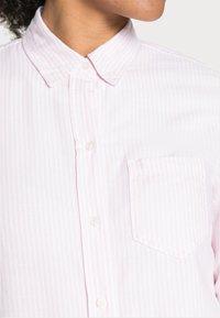 GAP - FITTED BOYFRIEND  - Skjortebluser - pink - 4