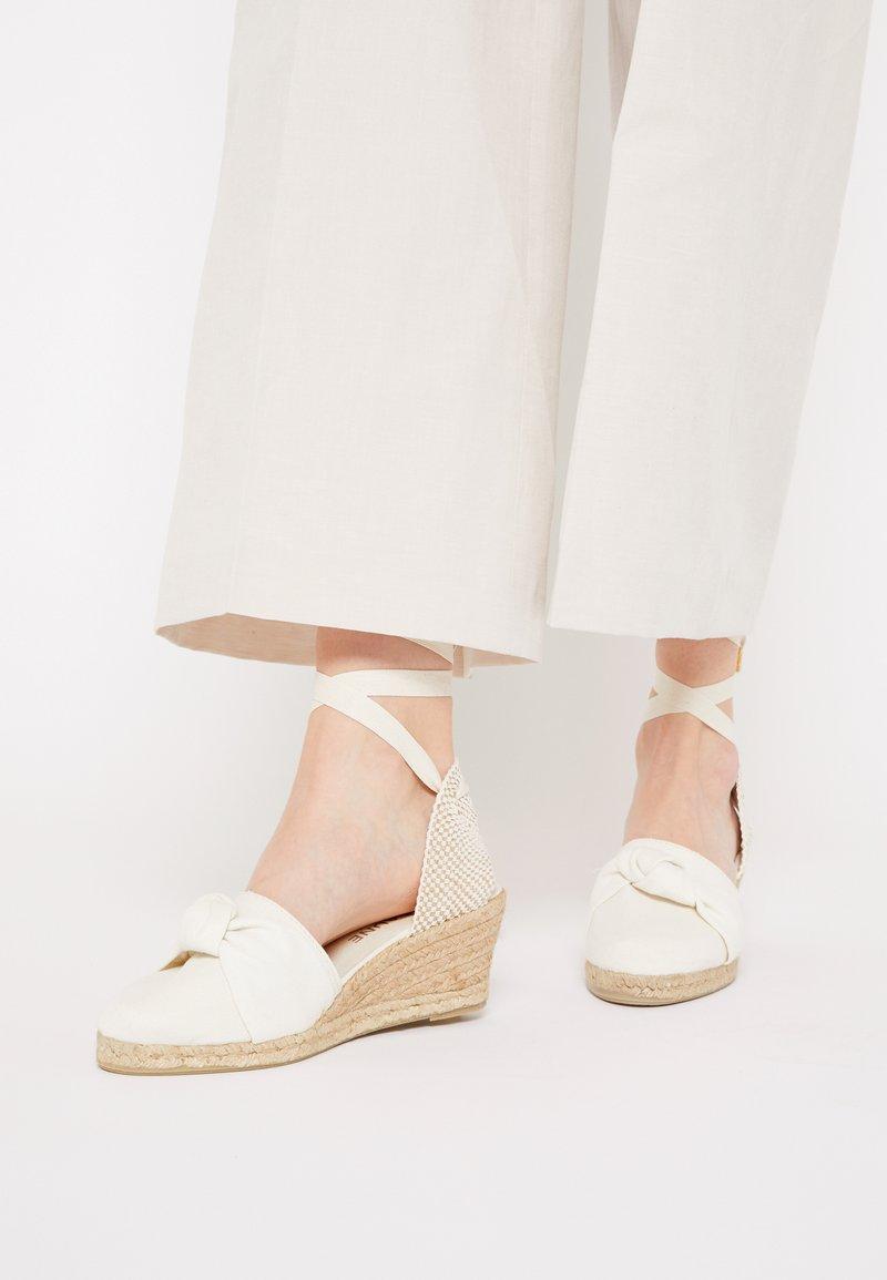 JUTELAUNE - KNOT VEGAN - Sandály na platformě - beige