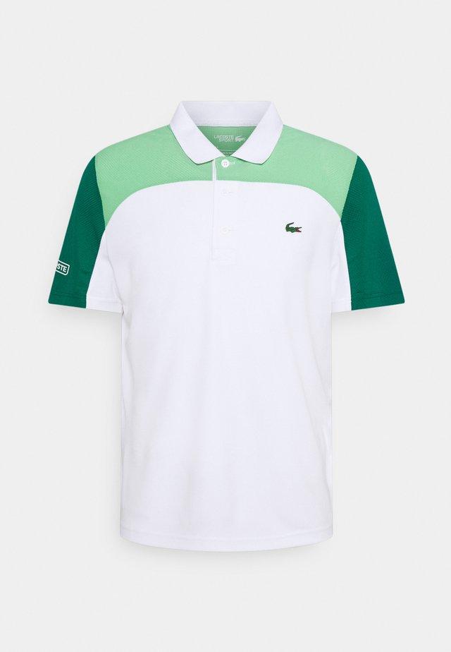 TENNIS - Polo - white/liamone bottle green