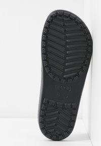 Crocs - SLOANE  - Kapcie - black - 6