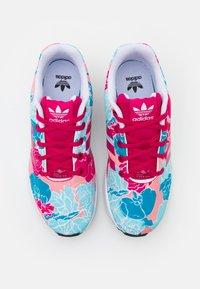 adidas Originals - ZX FLUX  - Tenisky - bolt pink/footwear white - 3