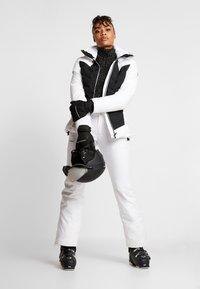 Halti - PUNTTI SKI PANTS - Zimní kalhoty - white - 1
