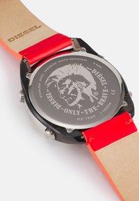 Diesel - CRUSHER - Digital watch - red/black - 2