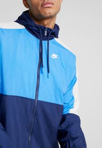 Nike Sportswear - Training jacket - midnight navy/pacific blue/light bone/white - 4