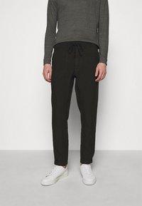 120% Lino - TROUSERS - Kalhoty - black - 0