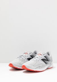 New Balance - HANZO R V3 - Competition running shoes - light aluminum - 2