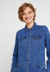 s.Oliver - KURZ - Denim dress - blue denim - 5