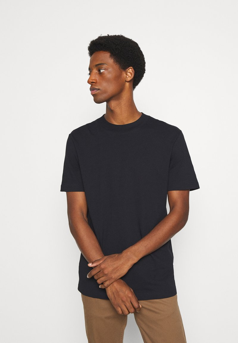 Selected Homme - SLHRELAXCOLMAN O NECK TEE - T-shirt - bas - black