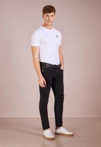 EA7 Emporio Armani - Basic T-shirt - white - 1