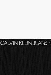 Calvin Klein Jeans - LOGO WAISTBAND - Trousers - black - 3