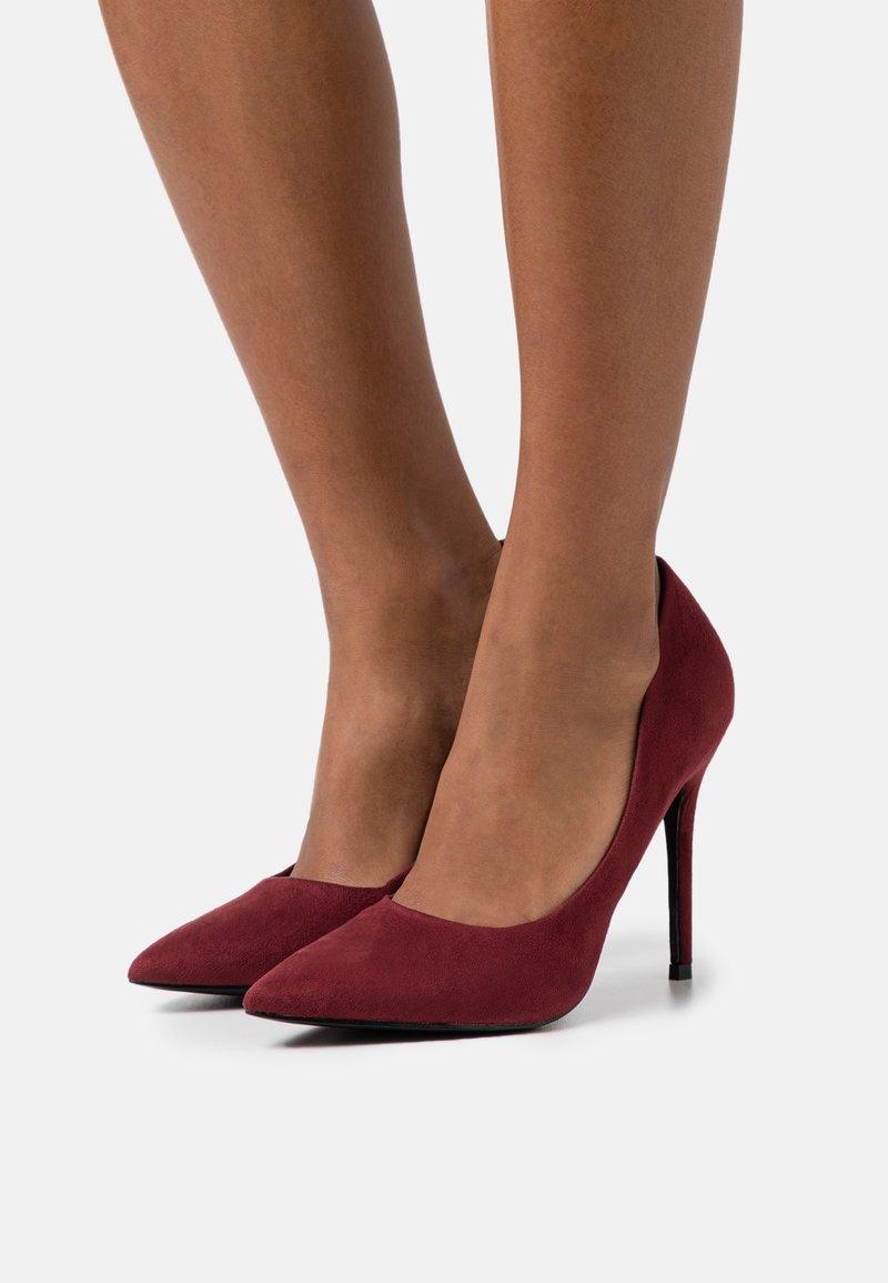 Miss Selfridge Wide Fit - WIDE FIT CATERINA STILETTO COURT - Classic heels - bordeaux