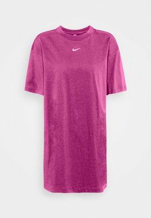 DRESS - Jerseykjoler - active fuchsia/white