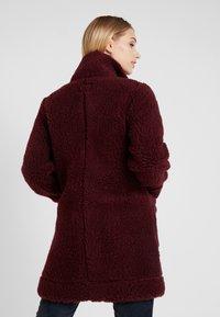 Bergans - OSLO LOOSE FIT - Zimní kabát - zinfandel red melange - 2