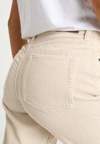 BDG Urban Outfitters - MOM - Kangashousut - white - 4