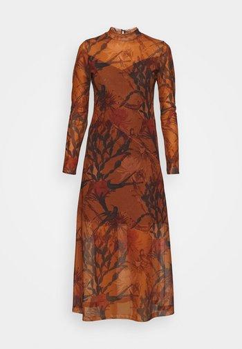 HANNA NOLINA DRESS - Day dress - cinnamon brown