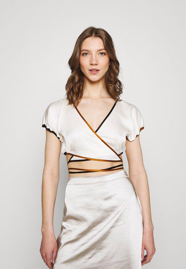 TOI ET MOI - T-shirt print - ivory