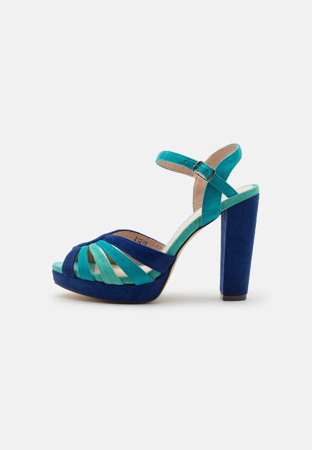 Sandały na platformie - dazzling blue