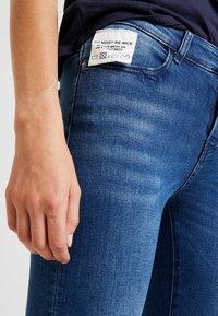 Noisy May - Flared Jeans - medium blue denim - 3