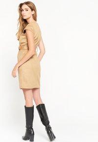 LolaLiza - Shift dress - camel - 2
