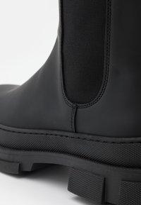 GARMENT PROJECT - ELISE CHELSEA - Platåstøvler - black - 6