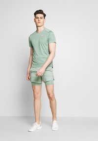 Nike Performance - DRY MILER - Camiseta estampada - silver pine - 1