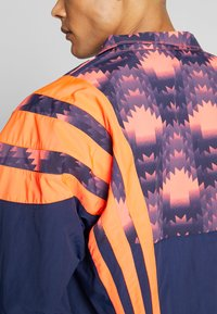 adidas Originals - GRAPHICS SPORT INSPIRED TRACK TOP - Training jacket - blue - 3