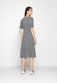 Moss Copenhagen - LAURALEE RAYE DRESS - Denní šaty - dark blue - 2