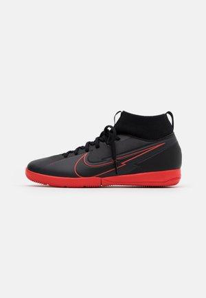 MERCURIAL JR 7 ACADEMY IC UNISEX - Indoor football boots - black/dark smoke grey